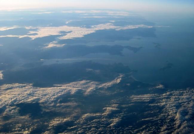19:47 Un piloto de transporte de línea aérea, nos envía una foto de las Rías Bajas gallegas, realizada a 39.000 pies de altura.