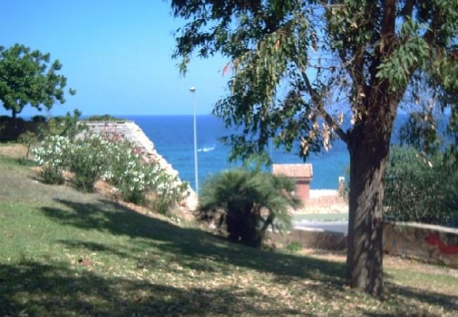 """8:32  """"En Campoamor hasta las Golondrinas y las Gaviotas saben que los aires del mar a la altura de los pisos octavos,"""