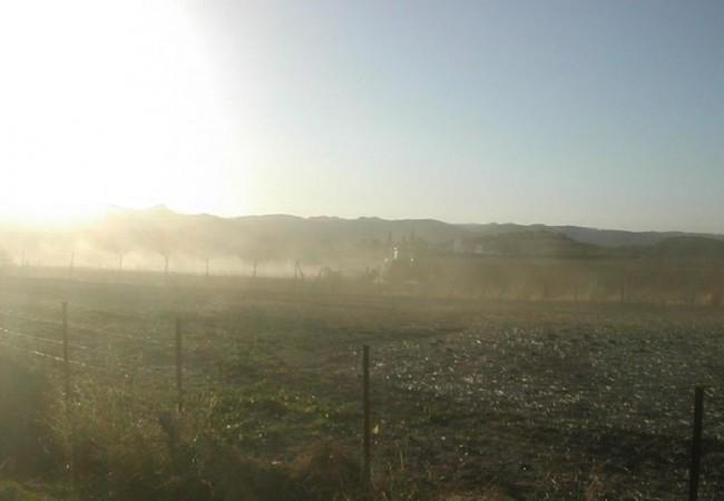 Buenas. ¿Qué tal empieza por ahí el día? Por el sur nos ha contado Joaquín, agricultor, que tienen hoy tal sequía que están los tractores arando la tierra para los cereales de invierno entre una gran nube de polvo.