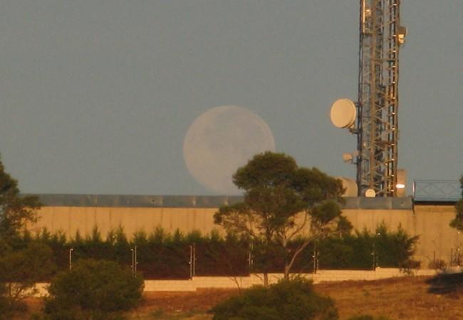 La imagen de la luna llena es la única que verdadera y realmente da la vuelta al mundo…