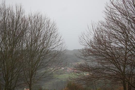 En invierno el campo duerme y sueñan las chimeneas.  Mónica Fernández-Aceytuno