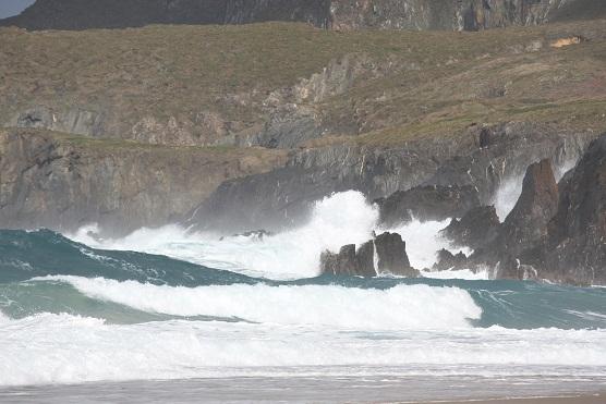 La orilla escribe los renglones torcidos del mar.  Mónica Fernández-Aceytuno