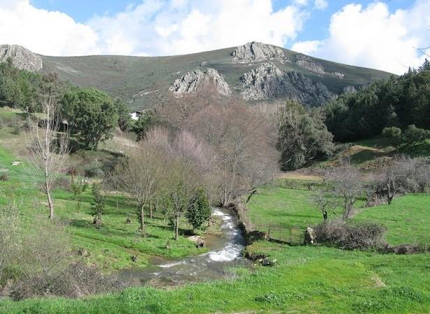 Si tuviera que elegir un lugar de entre todos los preciosos lugares de Extremadura, me quedaría, por razones principalmente sentimentales, con la comarca de las Villuercas.  Pilar
