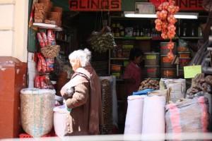 Señora y comercio (Quito, 1-11-2014)