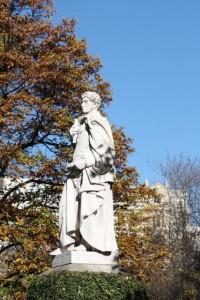 Estatua de Simón de Rojas en el RJB/ Aceytuno
