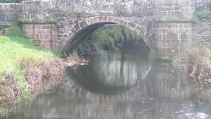 Puente romano junto al lavadero de As Cascas en Betanzos / Aceytuno