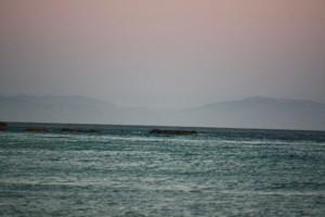 Estrecho de Gibraltar al atardecer visto desde la playa de Atlánterra, provincia de Cádiz / Aceytuno