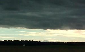 Nubarrones y cielo azul, lleno de luz / Aceytuno