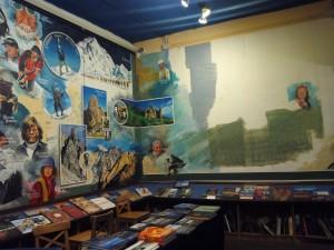Librería Desnivel en la plaza de Matute de Madrid/ Aceytuno