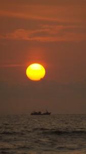 Sol grande y barco