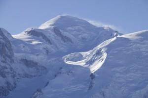 Nieve volando desde la cumbre del Mont Blanc / Aceytuno
