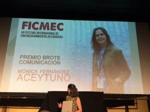 Agradeciendo el premio Brote Comunicación 2016 del FICMEC/ FOTO: Victoria Eugenia