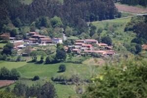 Rueiro del otro lado del valle / Aceytuno